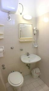 Il bagno delle camere lato monte - Hotel Edelweiss