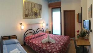 Le camere familiari lato mare dell'Hotel Edelweiss a Torrette di Fano