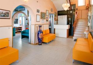 La hall dell'Hotel Edelweiss a Torrette di Fano