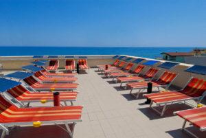 Il solarium dell'Hotel Edelweiss a Torrette di Fano